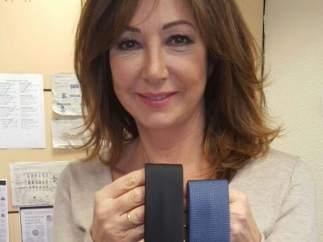 Ana Rosa regala una corbata a Pablo Iglesias