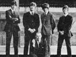 George Martin junto a The Beatles