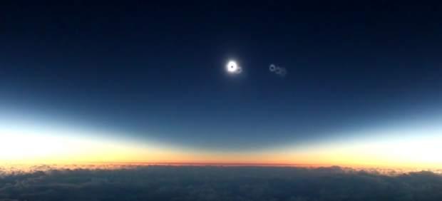 Un astrónomo se emociona al ver el eclipse de sol desde un avión y su vídeo triunfa en Youtube