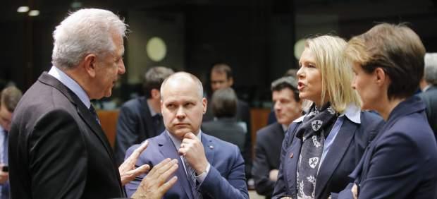 La UE trabajará en prevenir rutas alternativas de inmigración tras el cierre de la de los Balcanes