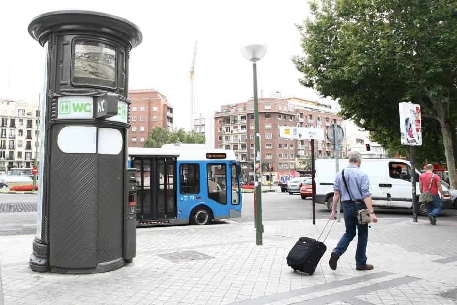 Madrid estrena mobiliario urbano este verano 130 aseos - Mobiliario urbano madrid ...
