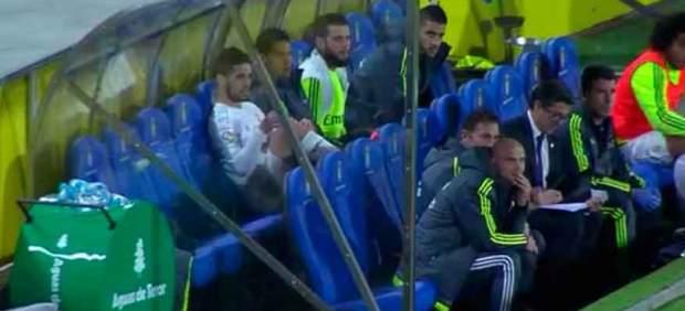 Enfado de Isco al ser sustituido en el partido en Las Palmas
