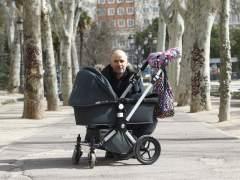 Rubén Errasti, con su pequeña Eider en el carrito,