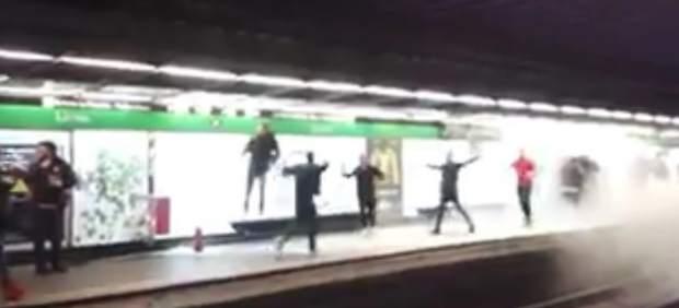 Los ultras del Arsenal la lían en el metro de Barcelona