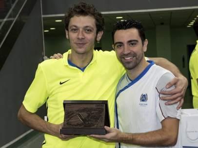 Xavi Hernández y Valentino Rossi