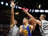 Curry ante San Antonio