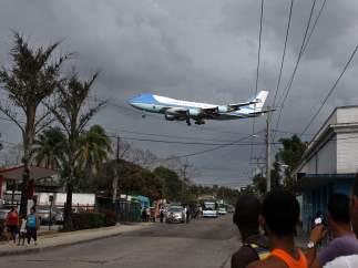 El Air Force One sobrevuela Cuba