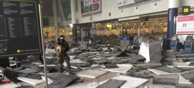 La terminal de salidas del aeropuerto de Bruselas reabre parcialmente tras los atentados