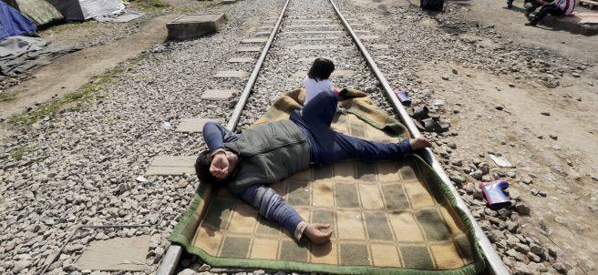 Descansando sobre las vías