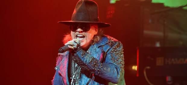 Axl Rose se rompe el pie en el primer concierto del regreso de los míticos Guns N' Roses