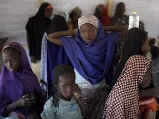 Niñas nigerianas que escaparon de Boko Haram en una escuela en Chad.