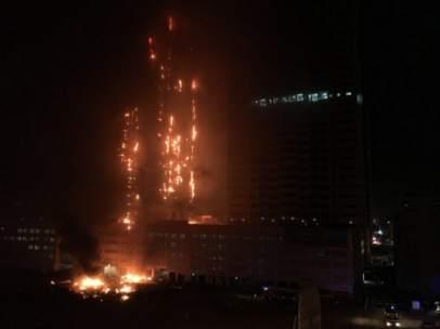Incendio rascacielos Emiratos Árabes.