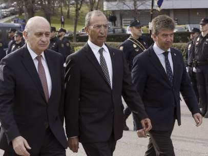 Mohamed Hasad junto a Fernández Díaz y Cosidó
