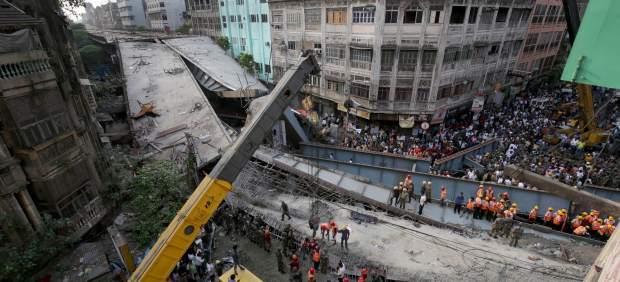 """La Policía de Calcuta demanda a la constructora del puente derrumbado por """"asesinato"""""""