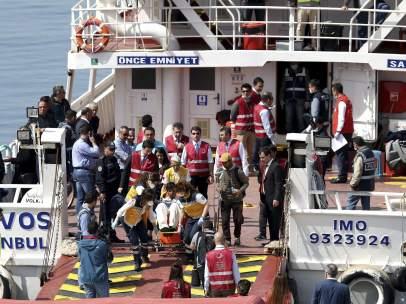 Grecia inicia las deportaciones a Turquía