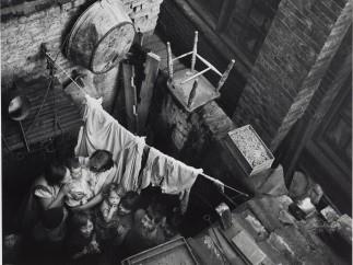 Edith Tudor-Hart - Gee Street, Finsbury, London, ca. 1936
