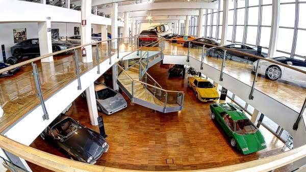 Lamborghini celebra los 50 años de su Miura con una exposición que mezcla arte y automovilismo