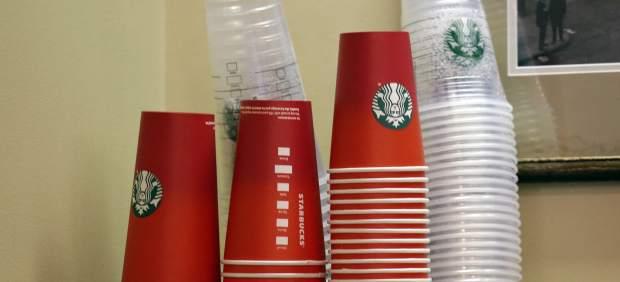 """Demandan a Starbucks en Estados Unidos por poner """"demasiado"""" hielo en las bebidas"""