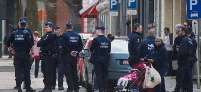 La policía belga registrando domicilios en Etterbeek