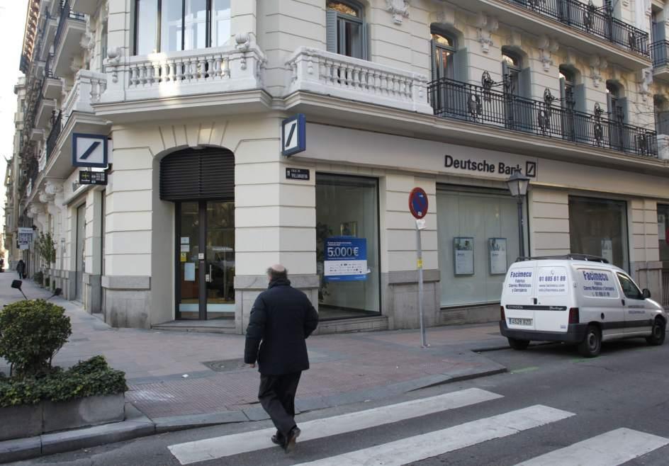 La banca cerrar m s oficinas por la ca da del negocio y for Oficinas de deutsche bank