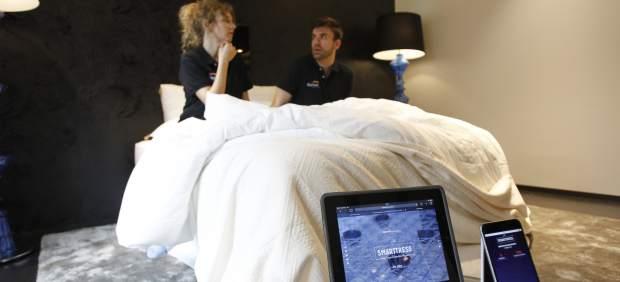 Diseñan el primer colchón inteligente para detectar la infidelidad