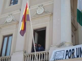 Bandera republicana en el Ayuntamiento de Cádiz
