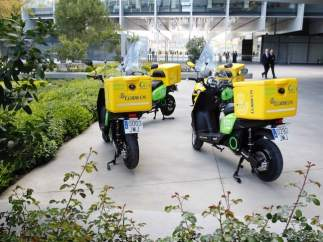 Las nuevas motos eléctricas de Correos permitirán ahorrar 500 euros por cada 10.000 kilómetros.