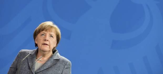 """Merkel da luz verde a la petición de Erdogan de procesar a un cómico que le llamó """"follacabras"""""""