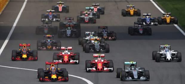 Nico Rosberg gana en China y aumenta su ventaja en un Gran Premio loco donde Alonso fue 12º