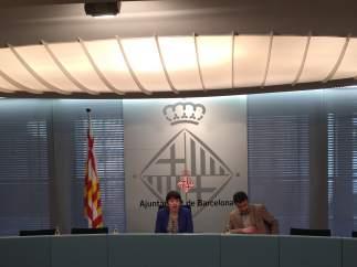 La Teniente de alcalde del Área de Derechos Sociales, Laia Ortiz, en rueda de prensa para presentar el nuevo contrato del Servicio de Teleasistencia.