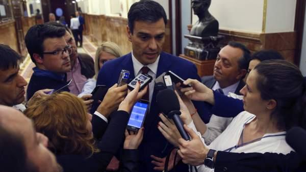 """PSOE   Pedro Sánchez: """"En el Partido Popular ven la política como un medio para lucrarse a título personal, y no como un arma para mejorar la vida de los ciudadanos y las ciudadanas"""". 270668-600-338"""