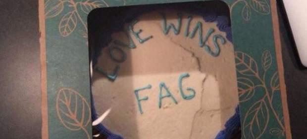 Un mensaje homófobo en una tarta enfrenta a un pastor religioso y un supermercado