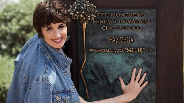 Paz Vega y su monolito en Málaga