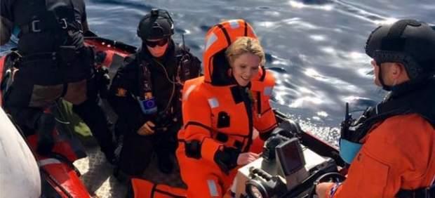 Críticas a una ministra noruega que quiso sentirse como un refugiado… con un traje de buzo