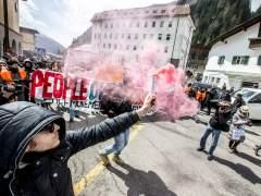 Un manifestante contra los pasos fronterizos en Austria