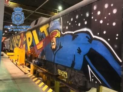 Grafitis en un tren