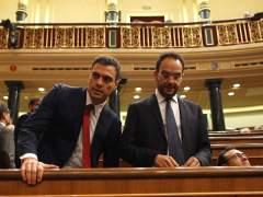 Sánchez mantiene a Hernando en la dirección del grupo hasta el congreso