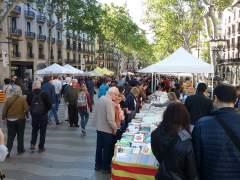 Paradas de libros en las Ramblas por Sant Jordi.