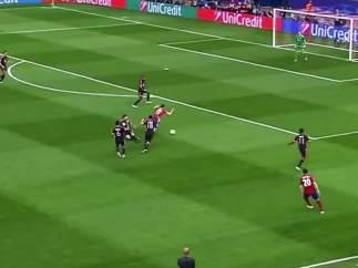 Golazo de Saúl al Bayern