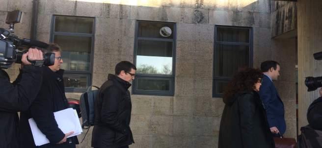 Llegada de los dos cargos del Sergas investigados por la hepatitis C