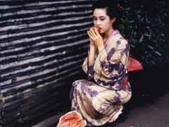 La obra erótica y lírica de Araki, en una antología de 400 fotos en París