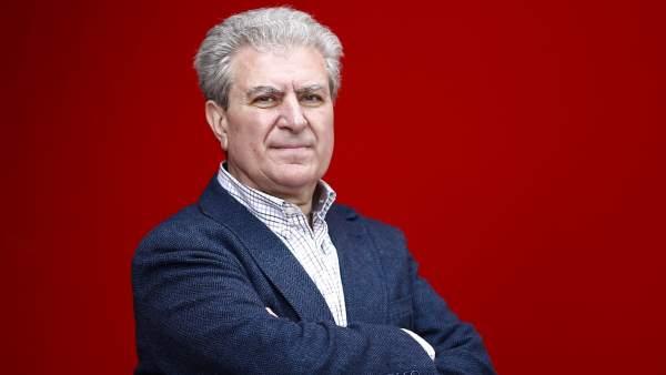 César Antonio Molina presenta su novela Todo se arregla caminando