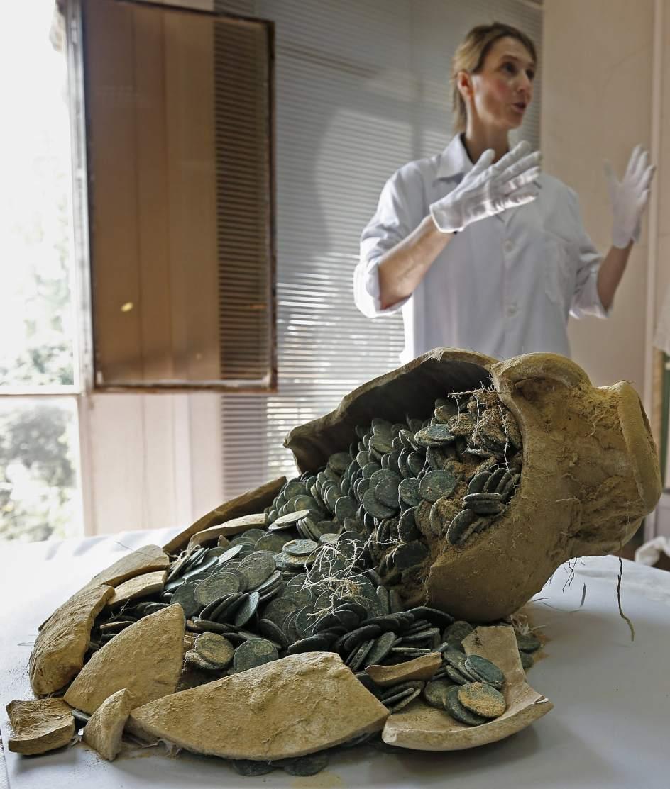 Encuentran nforas con 600 kilos de monedas de bronce - Como se limpia el bronce ...
