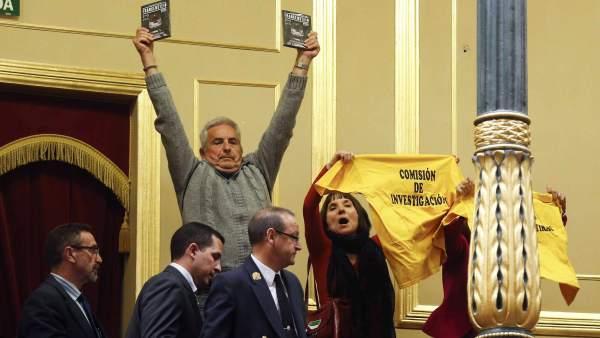Llaman sinvergüenzas a los diputados del PP y del PSOE