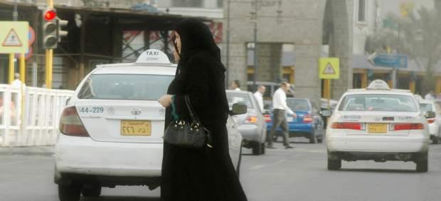 Críticas a Google y Apple por alojar una 'app' que permite a los hombres de Arabia Saudí ...