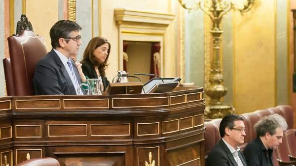 El socialista Patxi López, presidiendo la sesión