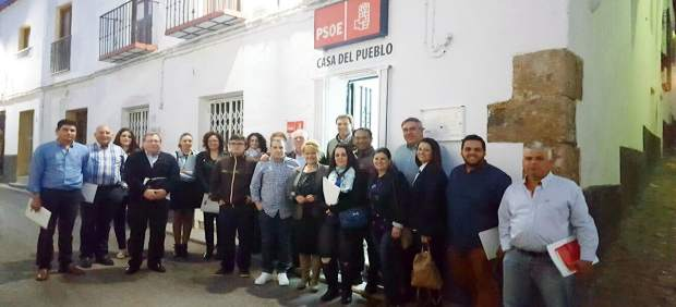 El psoe abre la primera casa del pueblo de fond n for Local motors pueblo co