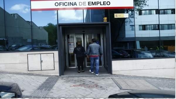 El paro baja en personas en abril en galicia un 1 for Oficinas inem coruna