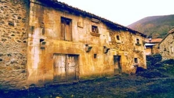 Casa del padre Rábago en Tresabuela