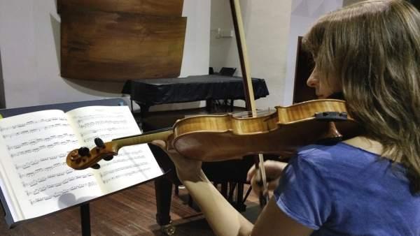 Componente de la Joven Orquesta de Canarias